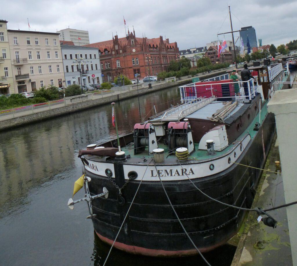Barka Lemara widok z mostu